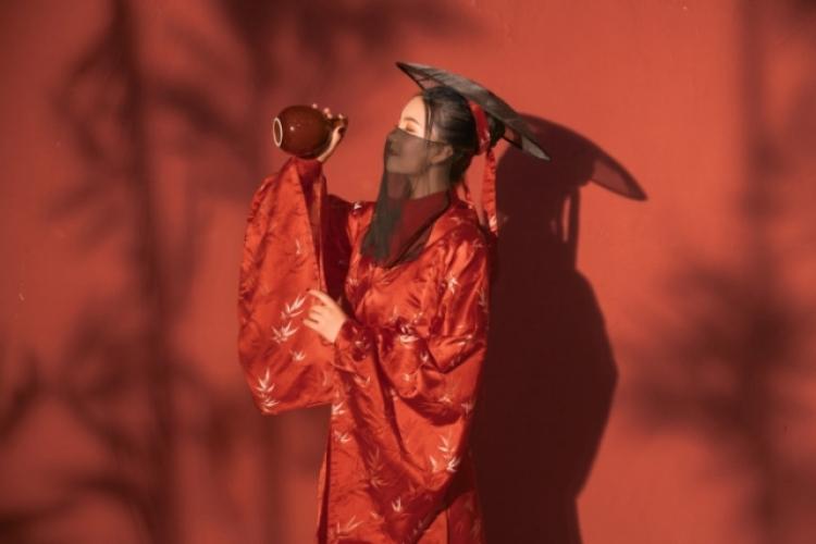 微微安好💍-重庆市·重庆市·涪陵区-抖音,微博,小红书,快手-风格都能驾驭,还是喜欢复古,欧美一点,本人有点狂野,可自带衣服