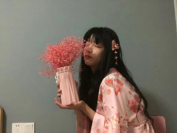 yliss.-湖南省·长沙市·雨花区-抖音-拍摄要在周末,因为平常在上学,我什么风格都能驾驭,我是一名学生哈哈哈哈,长得还行,有些许微胖。