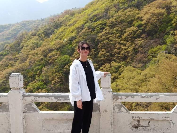 柳玉莹-河南省·洛阳市·偃师市-快手-拍摄时间不限制 地点要好看点的地方 酷酷的风格 甜甜的风格都可以 只要我驾驭的来 拍照技术要好