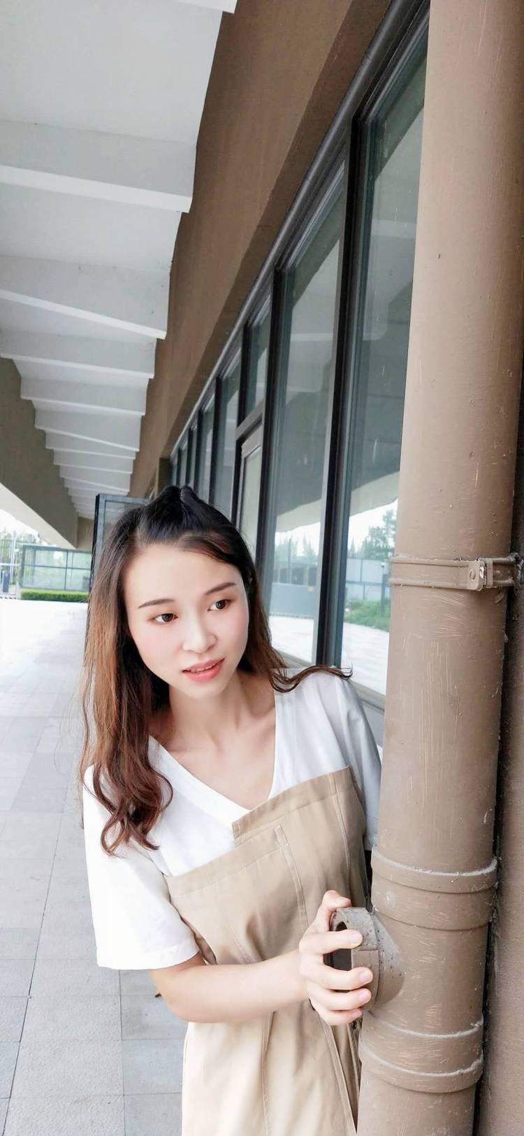 琉璃-四川省·成都市·双流区--约拍摄影师,周末都可以,成都范围内,日常生活照,费用希望互免。