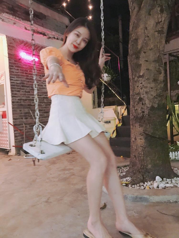 🖤Miss Lin-广东省·茂名市·茂南区--我觉得模特是一个展示自我的平台,也是利用自我来展示服装底蕴的很有内涵的表演性人物。我曾经是个舞蹈演员,也在直播行业摸爬打滚了一年,这些经历使我在面对镜头的时候不再胆怯,我的兴趣爱好是跳舞唱歌,虽然没有