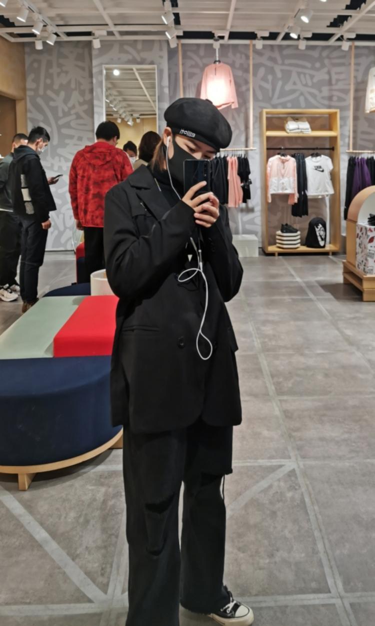 温莎-上海市·上海市·浦东新区--学生  接网拍 送拍   个人喜欢酷酷的穿搭 可爱的表情  风格多样不定义  喜欢拍照