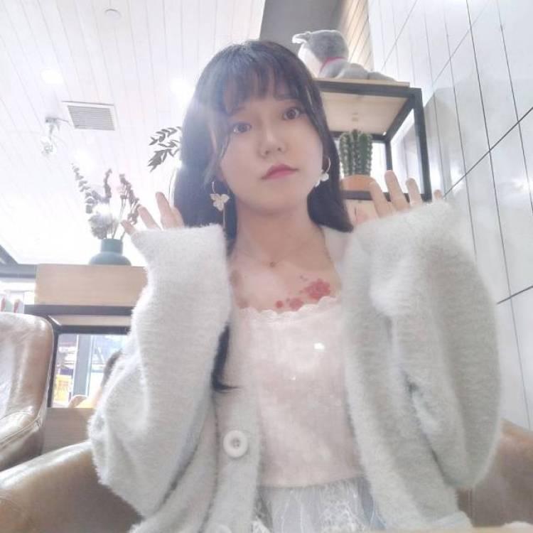 我想静静-贵州省·贵阳市·南明区--日系风格,黑白,希望能合作拍视频,我出人,你出拍照技术,未来希望我们都更好