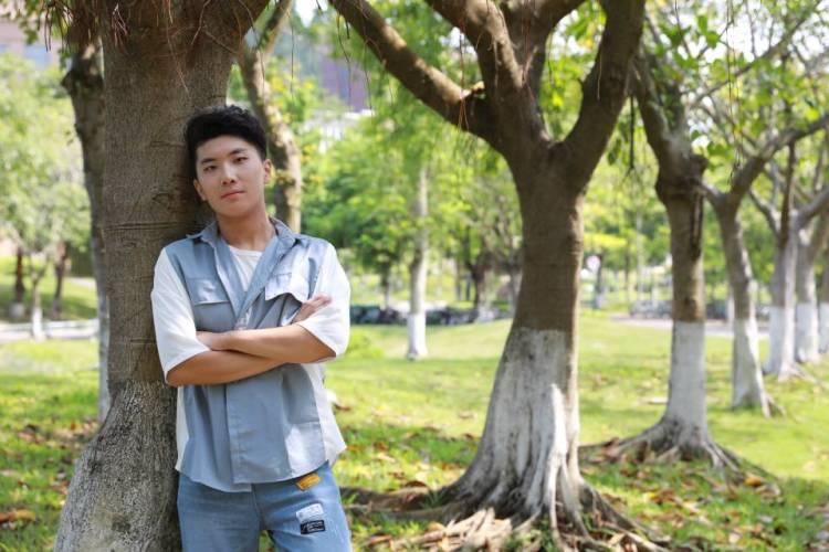 迷茫的米奇-广东省·珠海市·香洲区--珠海在校大学生 年龄:19 约拍地点:珠海市 约拍风格:都可以 有一些拍摄的经验,比较放的开,出片效率高