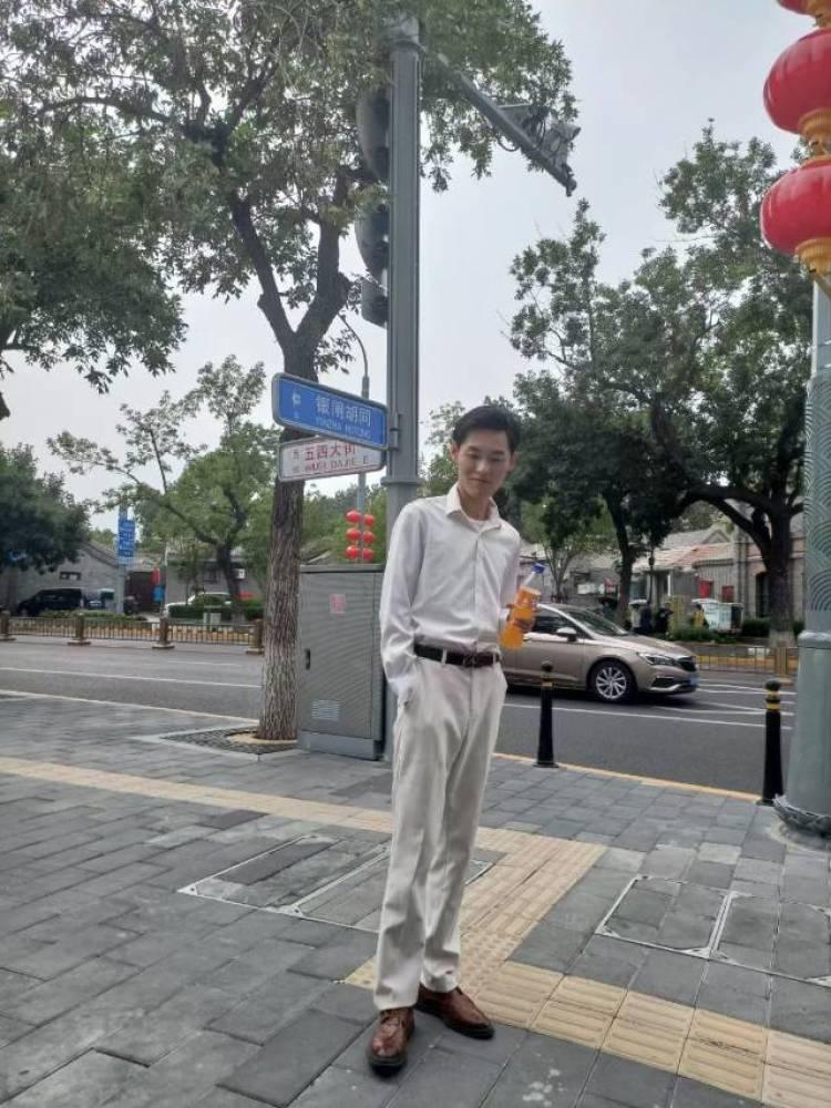 空心少年-北京市·北京市·东城区--影视表演专业,互免约拍,希望多帮我录一个自我介绍,跪求速速联系,小哥哥小姐姐都行