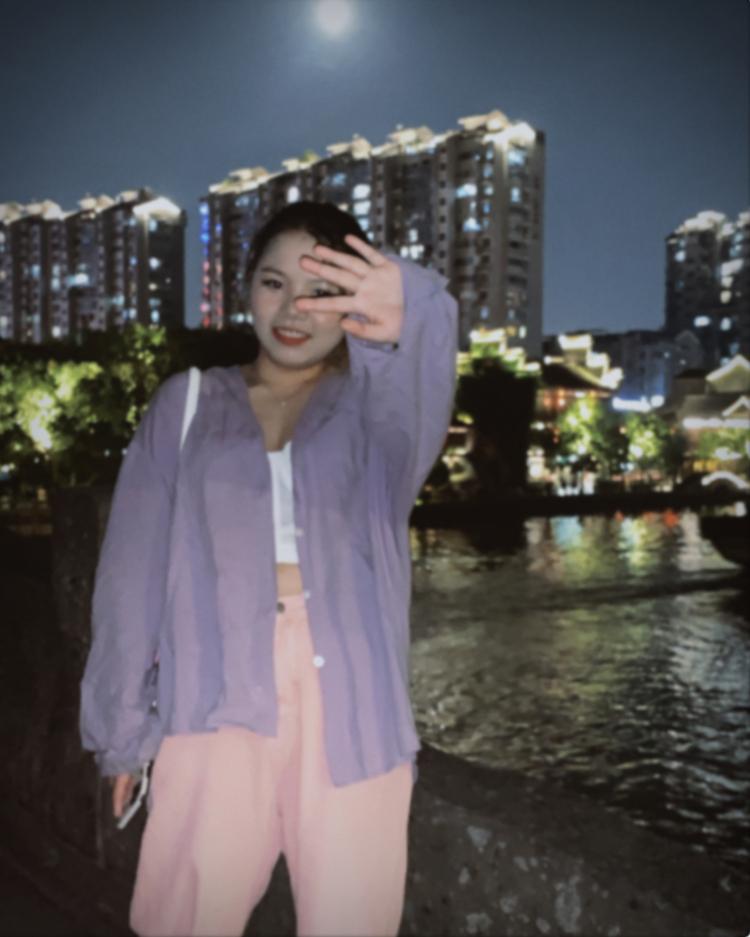 .-浙江省·杭州市·西湖区-抖音-有纹身 风格多样 有点微胖 面对镜头不胆怯 喜欢拍照  会修图