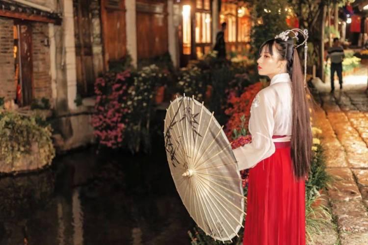 低保与老头皆失-云南省·丽江市·古城区--本人身高155,体重39kg,现在云南丽江,可接受寄拍或约拍,什么风格都可